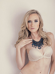 Jasmine Simone model. Photoshoot of model Jasmine Simone demonstrating Face Modeling.Face Modeling Photo #114230