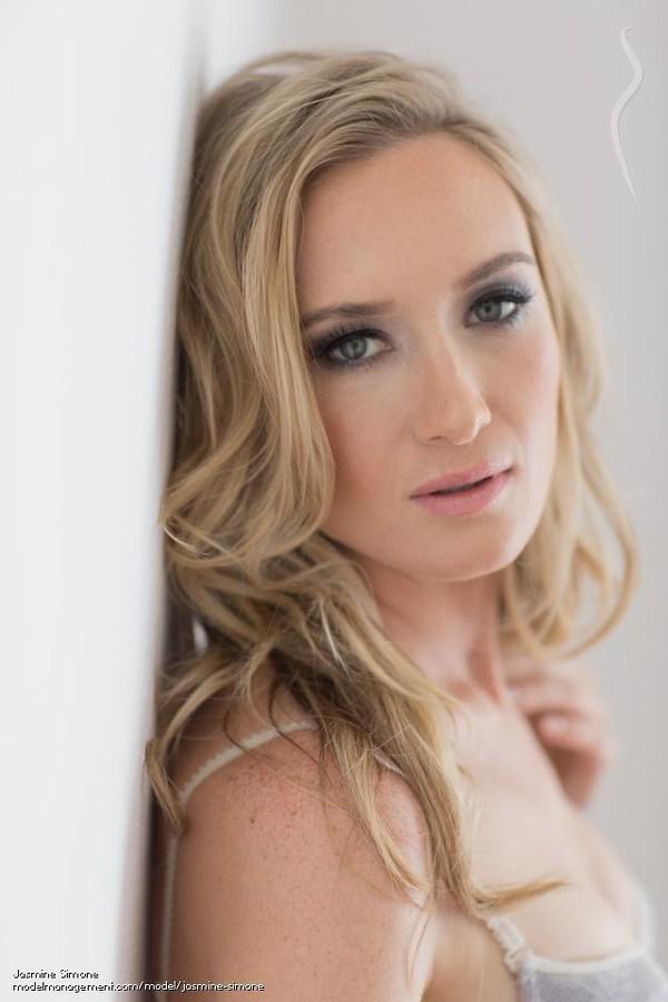 Jasmine Simone model. Photoshoot of model Jasmine Simone demonstrating Face Modeling.Face Modeling Photo #114231