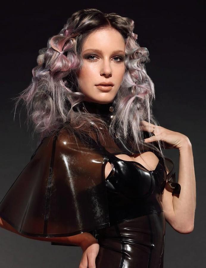 Jessica Layla model. Photoshoot of model Jessica Layla demonstrating Face Modeling.Face Modeling Photo #104255