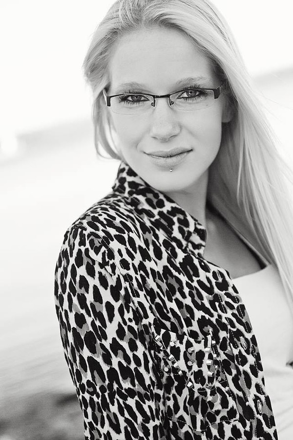 Jessica Layla model. Photoshoot of model Jessica Layla demonstrating Face Modeling.Face Modeling Photo #104261