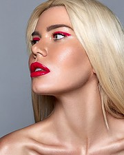 Joanna Borov model. Photoshoot of model Joanna Borov demonstrating Face Modeling.MARJEN MAGAZINEFace Modeling Photo #229604