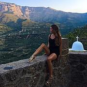 Η Τζοάννα Καλογήρου είναι μοντέλο με βάση την Αθήνα. Η εμπειρία της περιλαμβάνει φωτογραφίσεις μόδας. Διαθέσιμη για project μόδας και φωτογρ