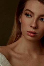 Josie Barton model. Photoshoot of model Josie Barton demonstrating Face Modeling.Face Modeling Photo #201802