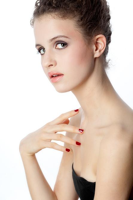 Julia Bruessel Modell