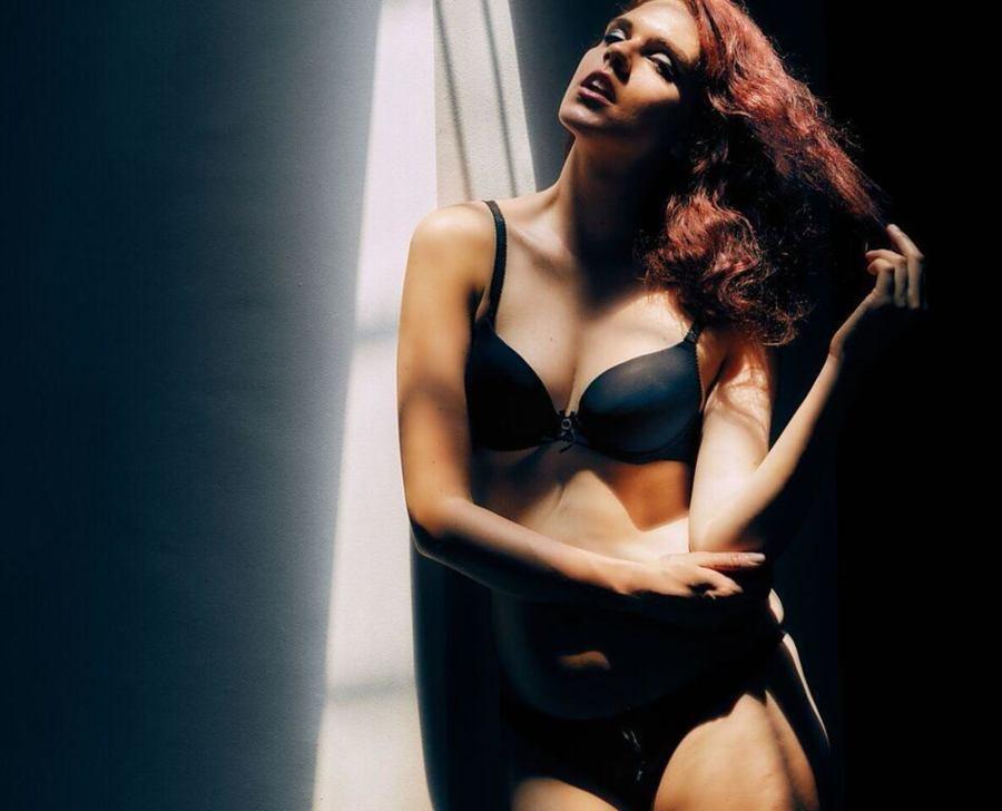 Julie Odlozilikova (Julie Odložilíková) model. Photoshoot of model Julie Odlozilikova demonstrating Body Modeling.Body Modeling Photo #187950