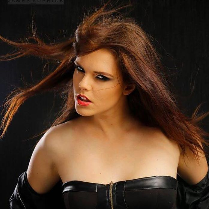Julie Odlozilikova (Julie Odložilíková) model. Photoshoot of model Julie Odlozilikova demonstrating Face Modeling.Face Modeling Photo #187967