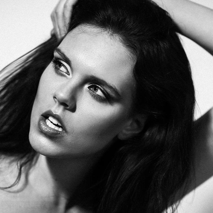 Julie Odlozilikova (Julie Odložilíková) model. Photoshoot of model Julie Odlozilikova demonstrating Face Modeling.Face Modeling Photo #187968