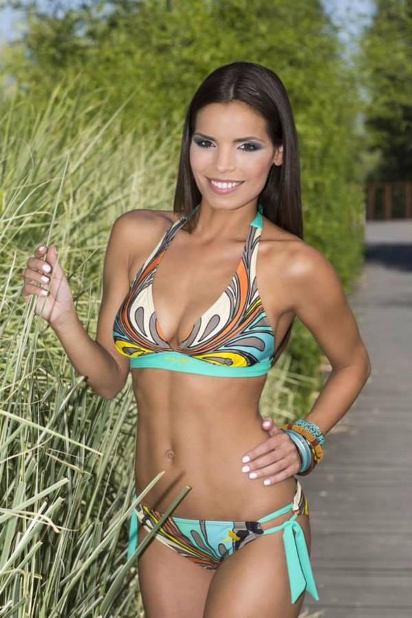 Juliette Czeisz model. Photoshoot of model Juliette Czeisz demonstrating Body Modeling.Body Modeling Photo #75403