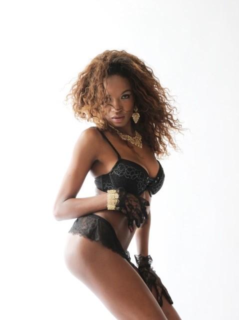 Karen Silva model (modella). Photoshoot of model Karen Silva demonstrating Body Modeling.Body Modeling Photo #167355