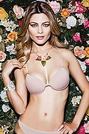 Karina Flores model (modelo). Photoshoot of model Karina Flores demonstrating Body Modeling.Necklace,SwimwearBody Modeling Photo #68319
