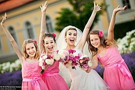 Svadobná fotografia mi veľmi učarovala, pretože svadobný fotograf sa musí naučiť predvídať situácie, ktoré bežný svadobný hosť nevníma. Je t