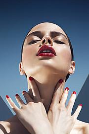 Katerina Theofilopoulou makeup artist (μακιγιέρ). Work by makeup artist Katerina Theofilopoulou demonstrating Beauty Makeup in a photoshoot by Liv Friis-Larsen.Photographer Liv Friis-LarsenBeauty Makeup Photo #139889
