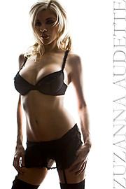 Kelly Kaye model. Photoshoot of model Kelly Kaye demonstrating Body Modeling.Body Modeling Photo #109727
