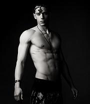 Konstantinos Manolakis model (μοντέλο). Photoshoot of model Konstantinos Manolakis demonstrating Body Modeling.Body Modeling Photo #224115