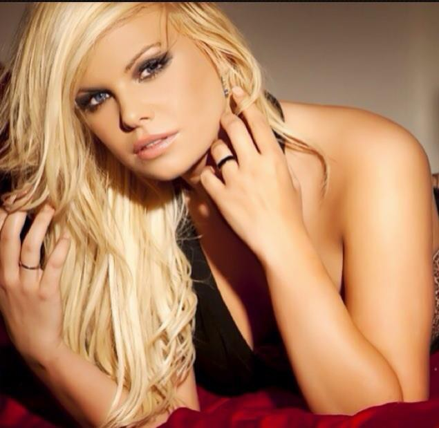 Kourtney Reppert model. Photoshoot of model Kourtney Reppert demonstrating Face Modeling.Face Modeling Photo #109976
