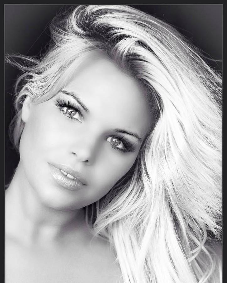 Kourtney Reppert model. Photoshoot of model Kourtney Reppert demonstrating Face Modeling.Face Modeling Photo #109997