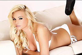 Kourtney Reppert model. Photoshoot of model Kourtney Reppert demonstrating Body Modeling.Body Modeling Photo #110003
