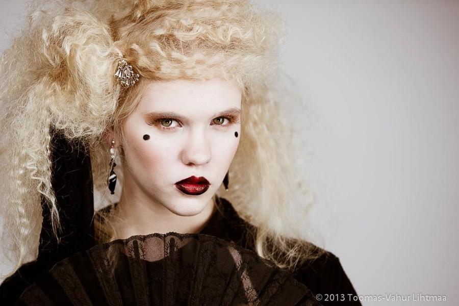 Kristiina Karula makeup artist (jumestuskunstnik). Work by makeup artist Kristiina Karula demonstrating Fashion Makeup in a photoshoot of Evelin-Liis Suvi.Photo: Toomas-Vahur LihtmaaMakeup: Kristiina KarulaHairstyle: Jana Martirosjan, Jekaterina Li