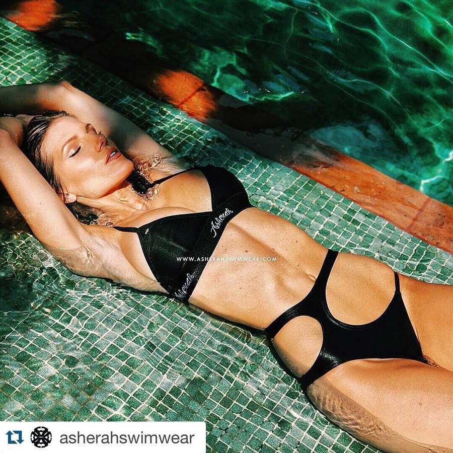 Kristin Reed model. Photoshoot of model Kristin Reed demonstrating Body Modeling.SwimwearBody Modeling Photo #169302
