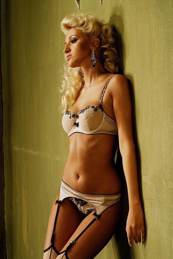 Kristina Petina model (modell). Photoshoot of model Kristina Petina demonstrating Body Modeling.Body Modeling Photo #78286