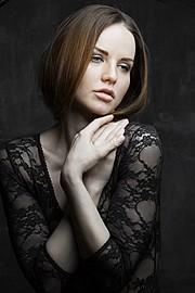 Kristina Yakimova model (модель). Kristina Yakimova demonstrating Face Modeling, in a photoshoot by Alex Hotofil.Photographer: ALEX HOTOFILFace Modeling Photo #102993