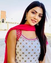 Lahari Shari model & actress. Photoshoot of model Lahari Shari demonstrating Face Modeling.Face Modeling Photo #230665
