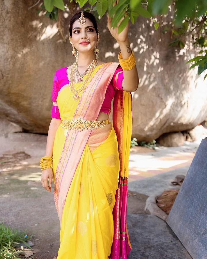 Lahari Shari Model & Actress
