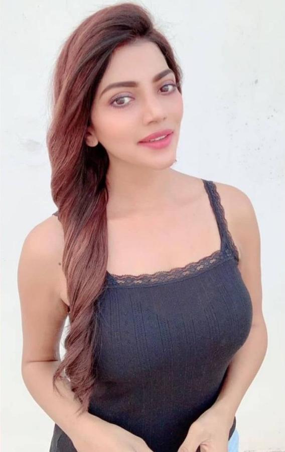 Lahari Shari model & actress. Photoshoot of model Lahari Shari demonstrating Face Modeling.Face Modeling Photo #230675