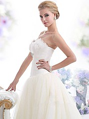 Laila Monroe is an Irish owned company, based in Dublin designing and making high quality wedding gowns. Laila Monroe was born out of a drea