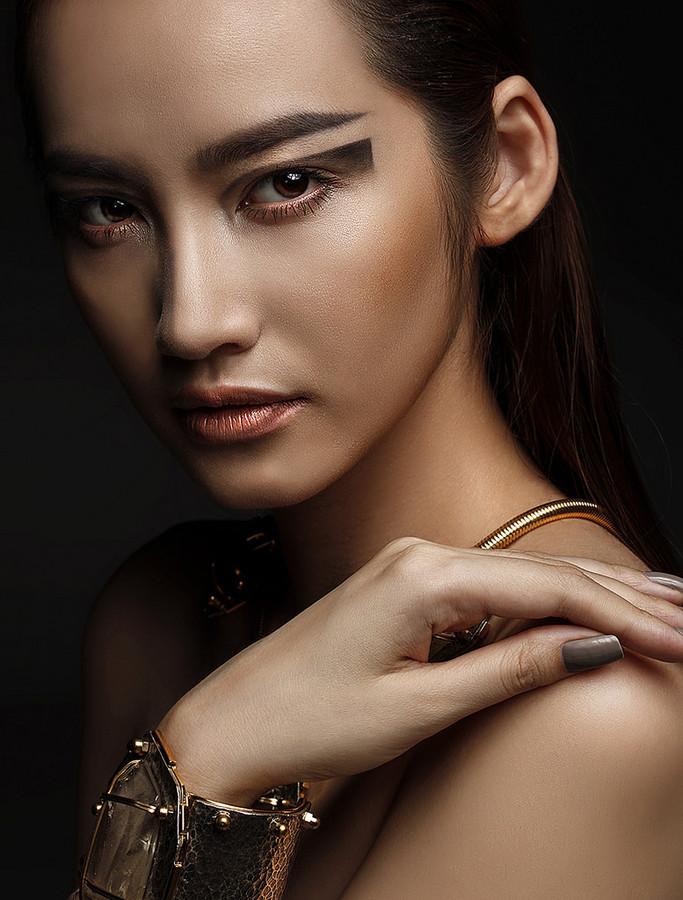 Lam Tran photographer. Work by photographer Lam Tran demonstrating Portrait Photography.BraceletPortrait Photography Photo #103118