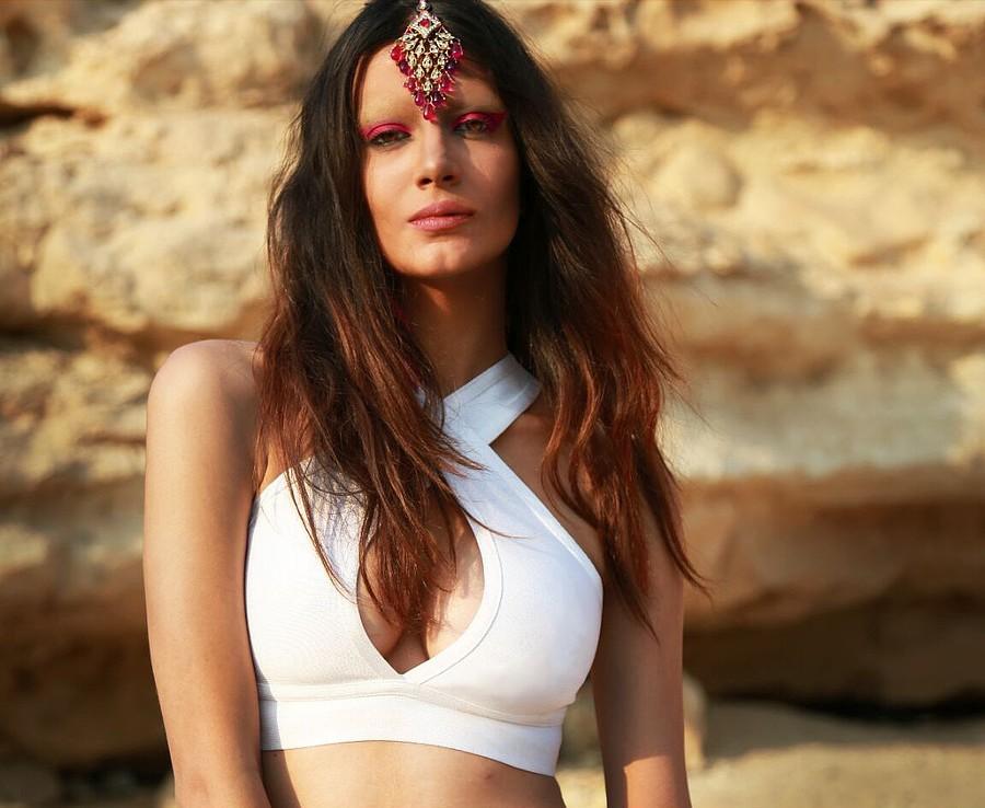 Lara Riad model. Photoshoot of model Lara Riad demonstrating Face Modeling.Model: Lara RiadFor The Dressing Room EG SS15Face Modeling Photo #151963