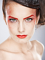 Eva Hronn Hlynsdottir makeup artist (Eva Hrönn Hlynsdóttir sminka), Larus Sigurdarson photographer (Lárus Sigurðarson ljósmyndari). Work by photographer Larus Sigurdarson demonstrating Portrait Photography in a photo-session with the model Linda Be