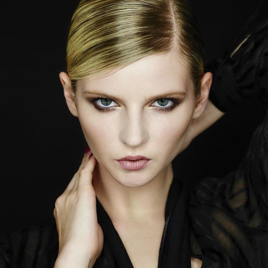 Lauren Mcgee model. Lauren Mcgee demonstrating Face Modeling, in a photoshoot by Joel Anderson.photographer: Joel AndersonFace Modeling Photo #178033