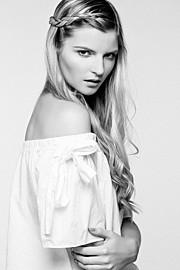 Lauren Mcgee model. Photoshoot of model Lauren Mcgee demonstrating Face Modeling.Face Modeling Photo #191168