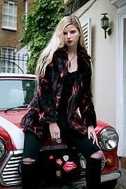 Lauren Mcgee model. Photoshoot of model Lauren Mcgee demonstrating Face Modeling.Face Modeling Photo #178032