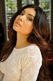 Lauren Moreno model. Photoshoot of model Lauren Moreno demonstrating Face Modeling.Face Modeling Photo #114262