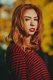 Lauren Rebecca Roth model. Lauren Rebecca Roth demonstrating Face Modeling, in a photoshoot by Joshua Flowers.==Brocato Hair==photographer Joshua FlowersFace Modeling Photo #114446