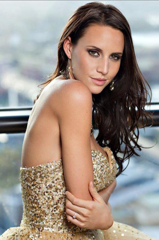 Lauren Vickers model. Photoshoot of model Lauren Vickers demonstrating Face Modeling.Face Modeling Photo #120732