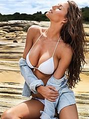Lauren Vickers model. Lauren Vickers demonstrating Body Modeling, in a photoshoot by Ben Scott.Body Modeling Photo #120738