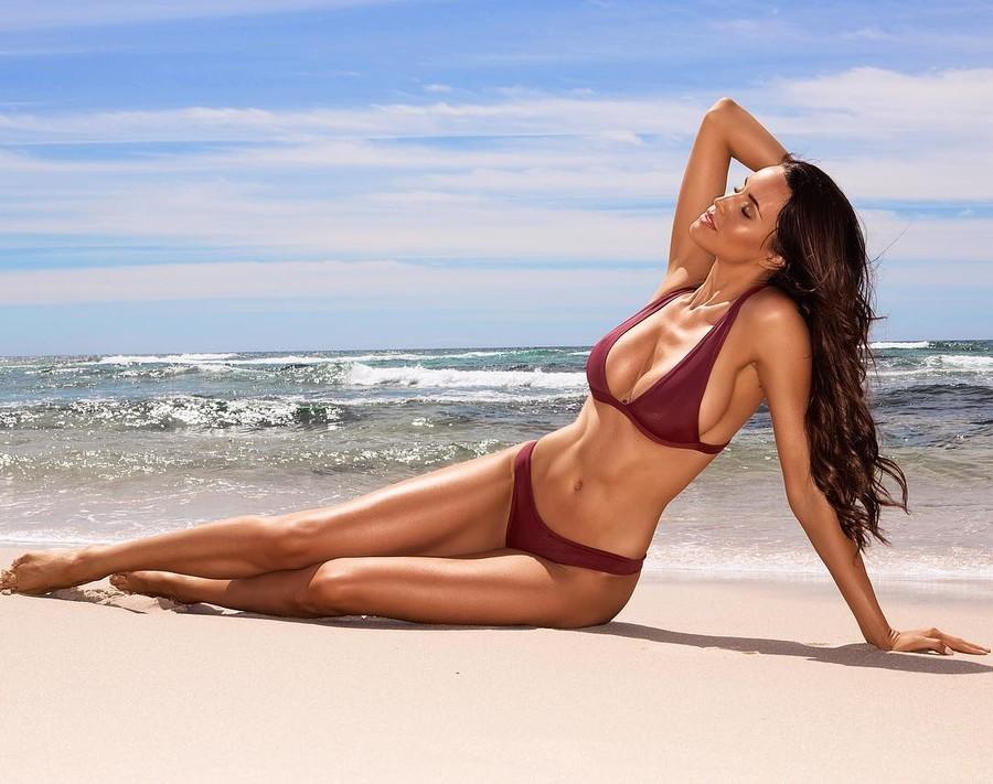 Lauren Vickers model. Lauren Vickers demonstrating Body Modeling, in a photoshoot by Neil Dixon.photographer: Neil DixonBody Modeling Photo #178064