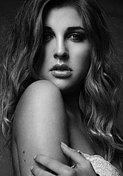 Lina Roth model (modell). Photoshoot of model Lina Roth demonstrating Face Modeling.Face Modeling Photo #91602