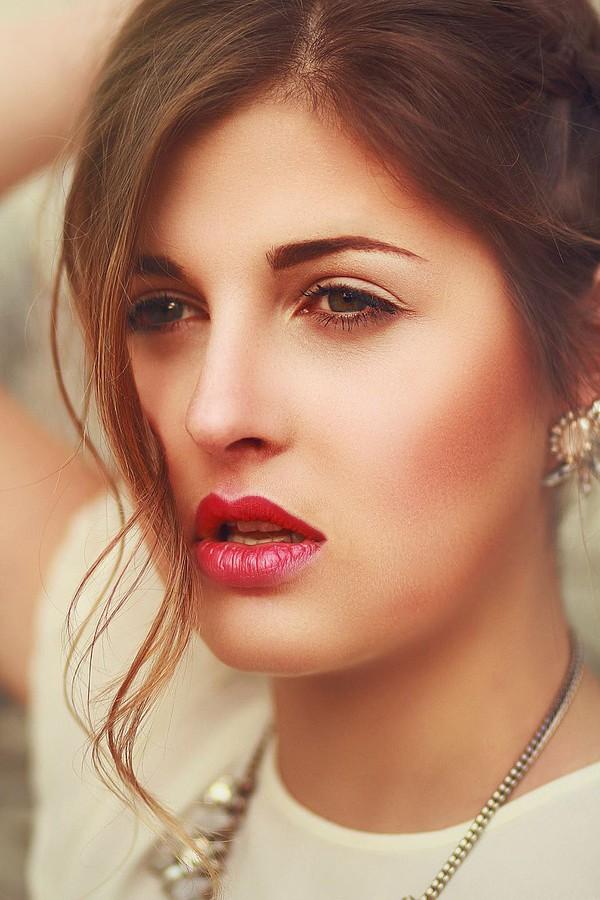 Lina Roth model (modell). Photoshoot of model Lina Roth demonstrating Face Modeling.Face Modeling Photo #91601
