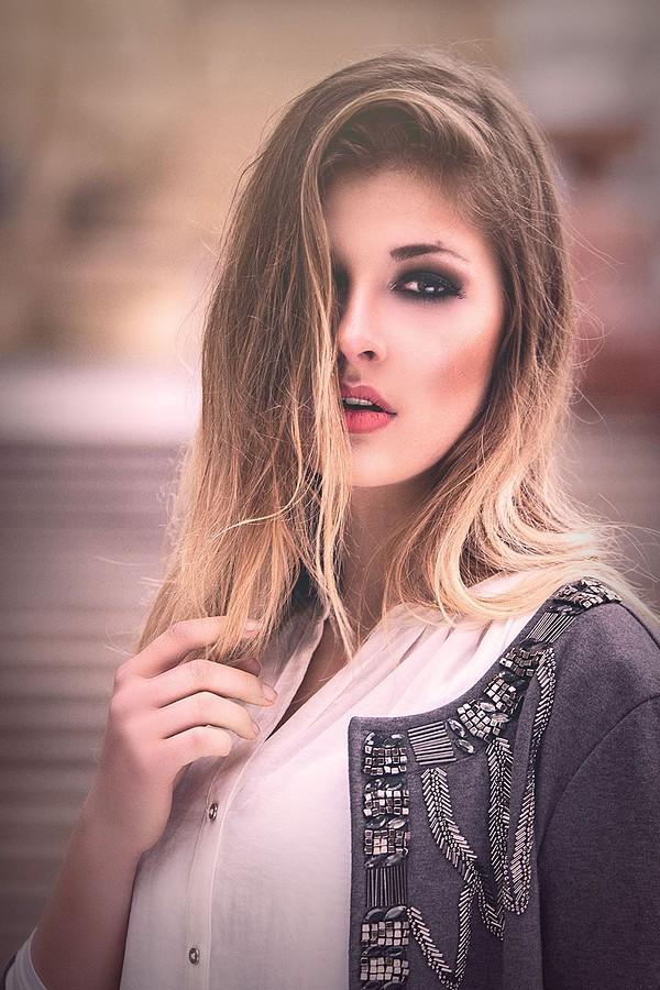 Lina Roth model (modell). Photoshoot of model Lina Roth demonstrating Face Modeling.Face Modeling Photo #91609