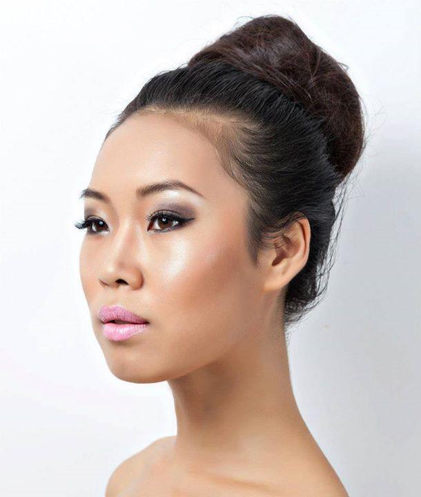 Lisa Ma model. Photoshoot of model Lisa Ma demonstrating Face Modeling.Face Modeling Photo #71426
