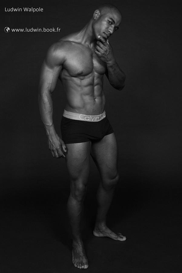 Ludwin Walpole model (modèle). Photoshoot of model Ludwin Walpole demonstrating Body Modeling.Body Modeling Photo #73193