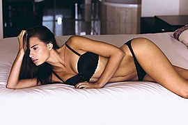 Lynn Schooling model. Photoshoot of model Lynn Schooling demonstrating Body Modeling.Body Modeling Photo #142136