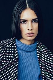 Lynn Schooling model. Photoshoot of model Lynn Schooling demonstrating Face Modeling.Face Modeling Photo #142151
