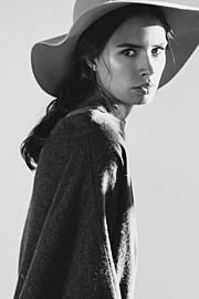 Lynn Schooling model. Photoshoot of model Lynn Schooling demonstrating Fashion Modeling.Fashion Modeling Photo #142152