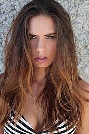 Lynn Schooling model. Photoshoot of model Lynn Schooling demonstrating Face Modeling.Face Modeling Photo #142153