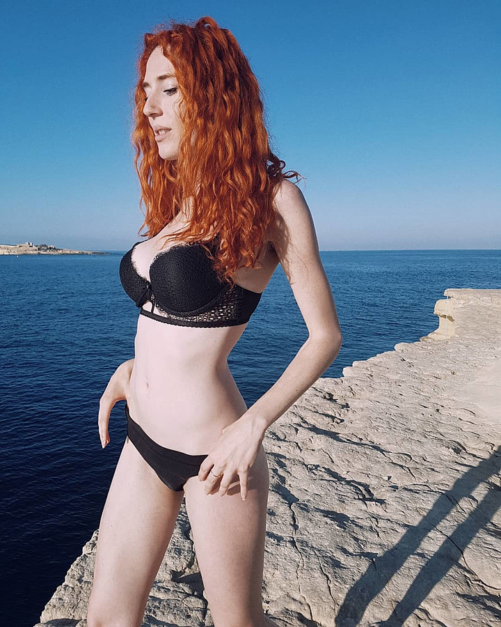 Madeleine Baldacchino model. Photoshoot of model Madeleine Baldacchino demonstrating Body Modeling.Body Modeling Photo #193178